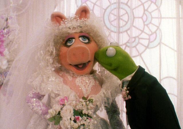 File:TMTM-WeddingKiss.jpg