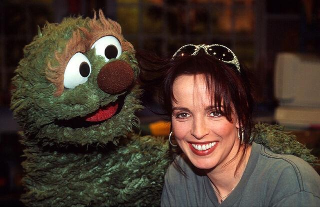 File:Sesamstrasse-Nena&Rumpel-(1998-03-25).jpg