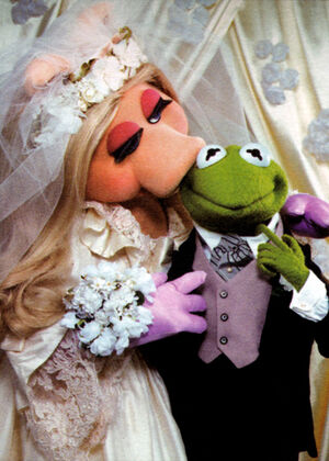 Are Kermit the Frog and Miss Piggy married? | Muppet Wiki ...