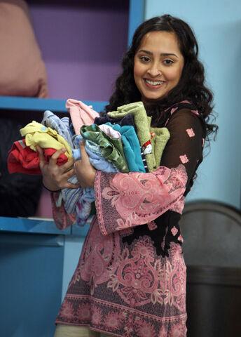 File:Leela in the laundromat.jpg