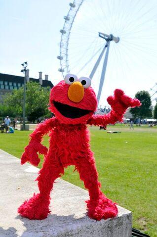 File:Elmo London 1.jpg