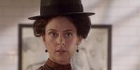 Lillian Moss (Helen Walker)