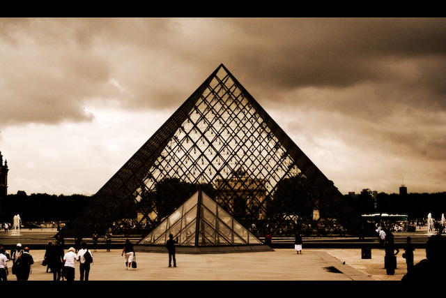 File:Louvre Museum-2591.jpg