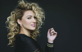 File:ToriKelly330x210.jpg