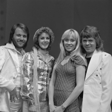 File:220px-ABBA - TopPop 1974 5.png