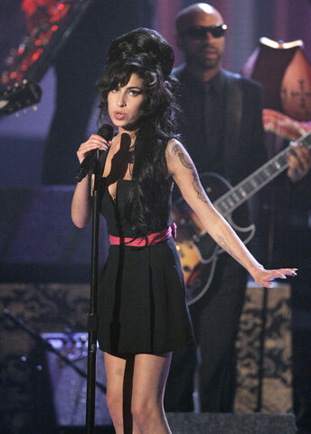 Plik:Amy-winehouse-mtvmovie-2007.jpg