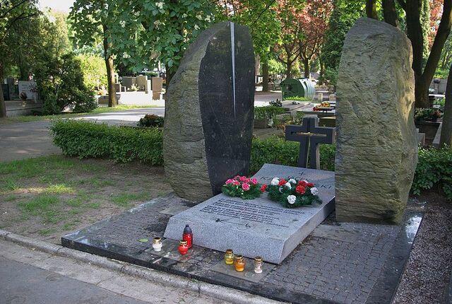 Plik:Jacek Kaczmarski grób.jpg