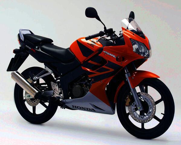 File:2006 Honda CBR125R 4.jpg