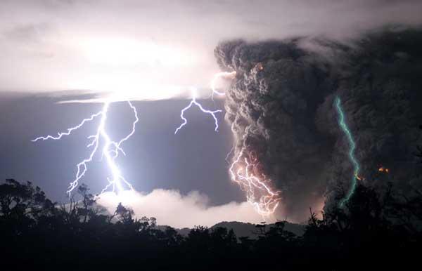 File:Lightning-volcano2.jpg