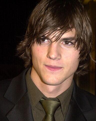 File:Ashton-Kutcher 0 20110512230943.jpg