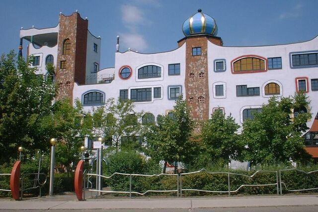File:Lovia - King Dimitri Hotel - 800px-Wittenberg Hundertwasserschule.jpg