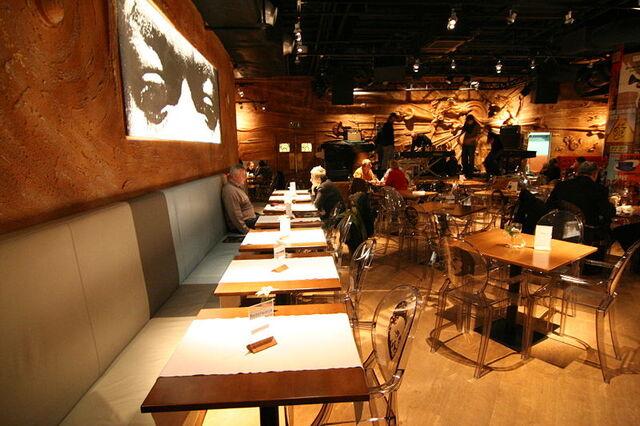 File:Jazzclub in the hotel.jpg
