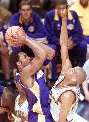 Kobe making 3 pointer