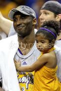 Gianna look as her father Kobe Bryant similes