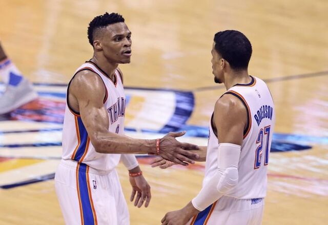 File:Russell-westbrook-andre-roberson-handshake-2016 oail7f.jpg