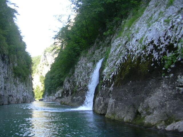 File:- - - - - ! ! ! čudo ! - Nera duboko u kanjonu ispod Rakitnice - 2008 - MRAK ! ! !.jpg