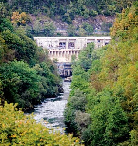 File:- Neretva - izlaz iz HE Jablanica - WWF brošure hydroenergija.jpg