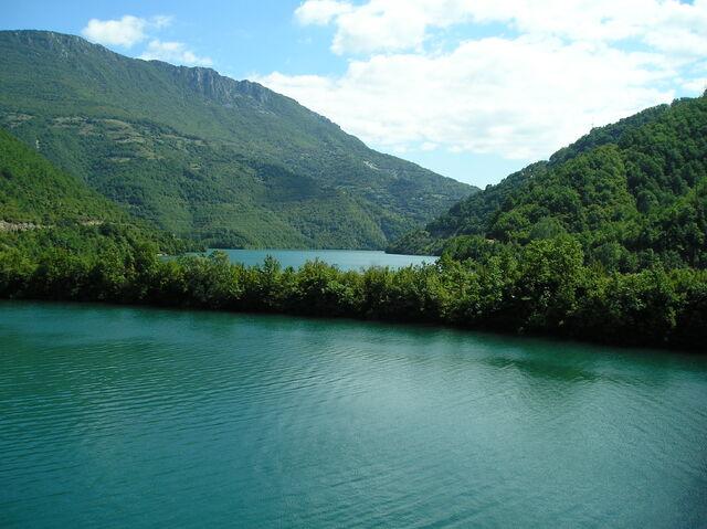 File:Jablaničko jezero kod BRANE - 13042947.jpg