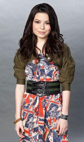 File:Miranda Cosgrove MTV photoshoot (2011) -1.jpg