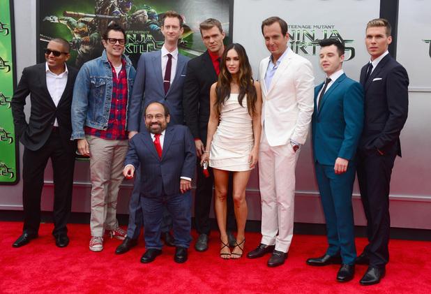 File:Movies-tmnt-premiere-cast.jpg