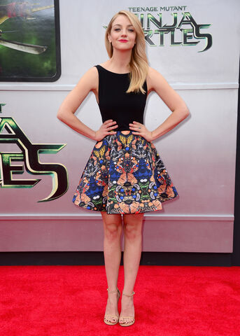 File:Movies-tmnt-premiere-abby-elliot.jpg