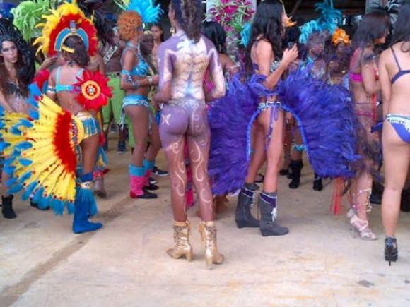 File:Pound the Alarm Carnival 3.jpg