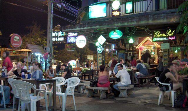 File:Chiang Mai bars at night-KayEss-1.jpeg
