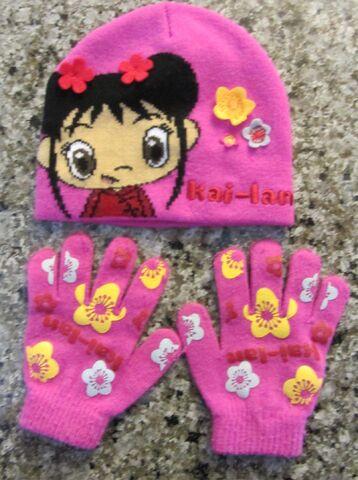 File:NI HAO KAI-LAN Winter Hat & Gloves.jpeg