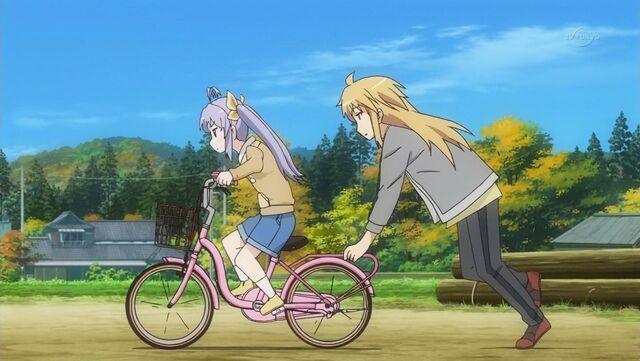 File:Renge Kaede Bike Practice.jpg