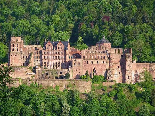 File:798px-Heidelberg-Schloß.jpg
