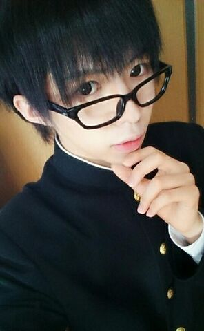 File:Bookie school uniform selca glasses.jpg
