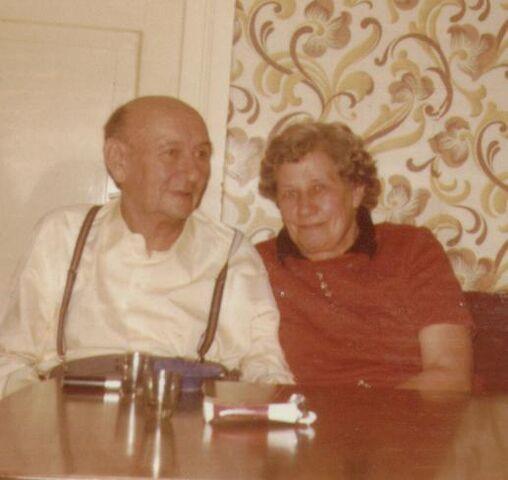 Datei:1977-OmaOpa.JPG