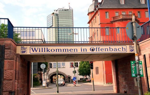 Datei:Innenstadt Schloß Mainufer.jpg