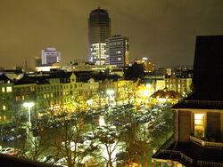 Wilhelmsplatz bei Nacht.jpg