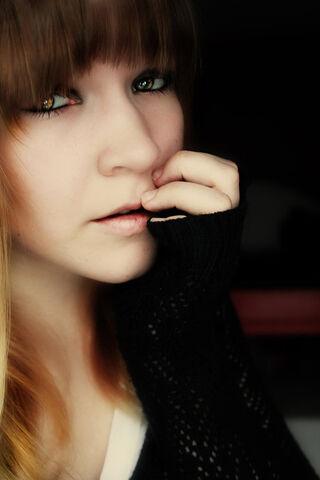 File:Brown eyed girl by kameolynn-d3eb205.jpg