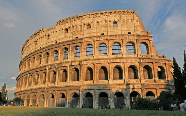 File:Colosseum-rome-italy-4.jpg