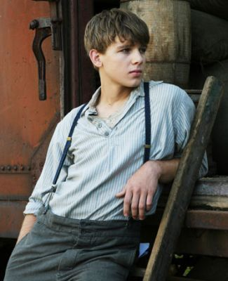 File:Kit-Kittredge-An-American-Girl-max-thieriot-17001007-325-400-1-.jpg