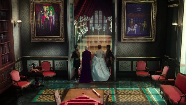 File:Once-Upon-a-Time-4x12-Heroes-and-Villains-Paintings-in-Arendelle-castle.jpg