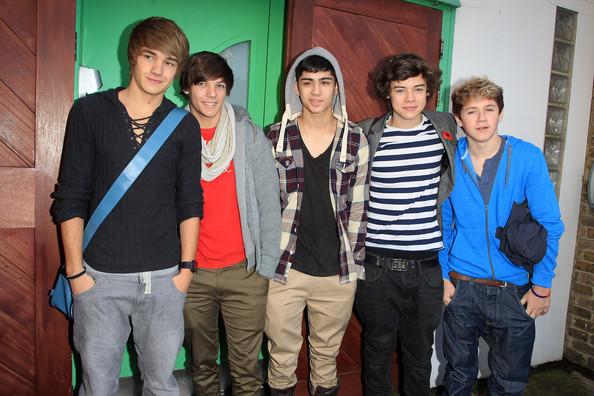 File:Liam+Payne+Louis+Tomlinson+One+Direction+South+w7M-5Agl-kjl.jpg