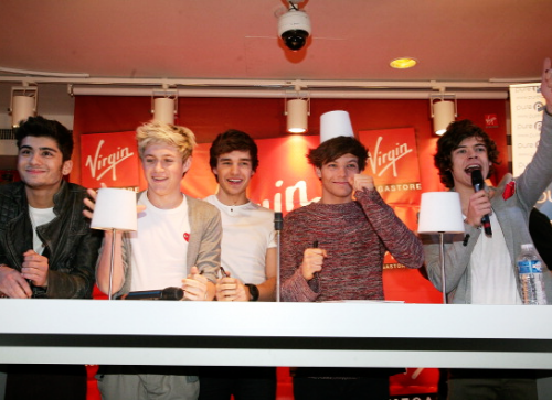 File:1dparissigning.png