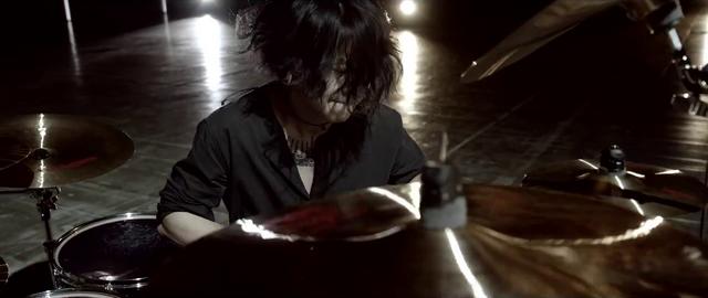 File:Mighty Long FallMusic Video screenshot 126.png