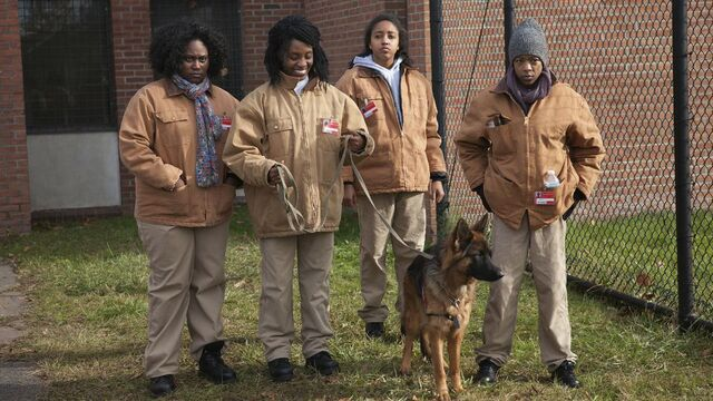 File:01x05, Taystee, Poussey.jpg