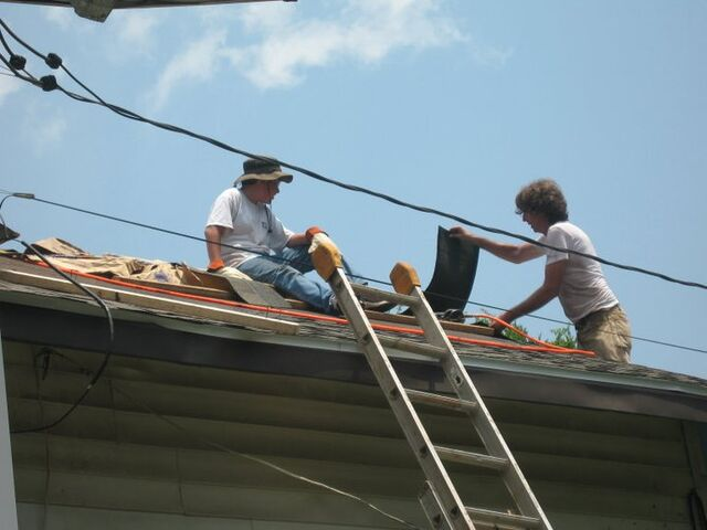 File:Gavin on the roof.jpg