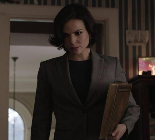 File:1x01 Regina.jpg