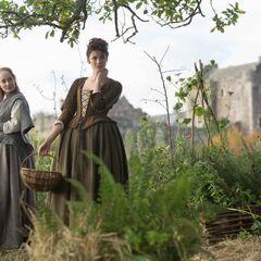 Geillis Duncan (Lotte Verbeek); Claire Randall (Caitriona Balfe)