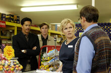 Outrageous Fortune 1x02 – Cheryl arrested at BigFoods