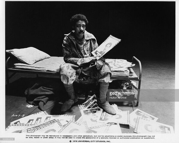 File:Richard-pryor-as-the-wiz-sits-on-a-cot-in-a-scene-for-the-universal-picture-id502864319.jpg
