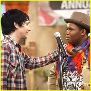 File:Mitchel-musso-sings-pok.jpg