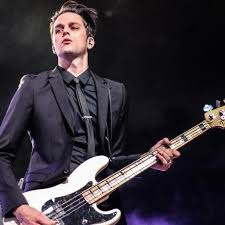 File:Dallon weekes -favorite singer of P1ATD.jpg