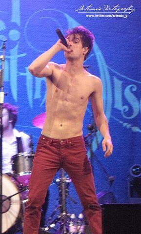 File:Brendon Urie - Shirtless - 2.jpg